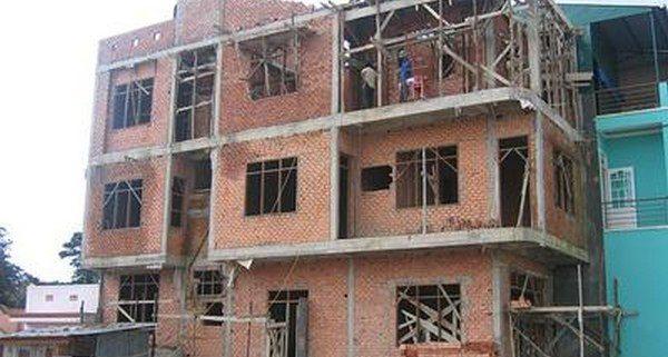 Mua bảo hiểm cho công nhân xây dựng